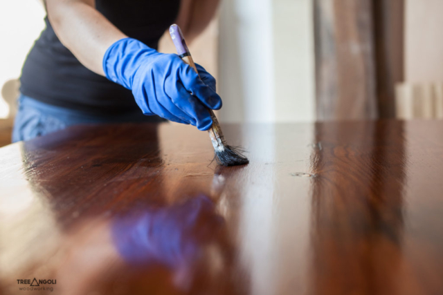 Finiture sui mobili restaurati