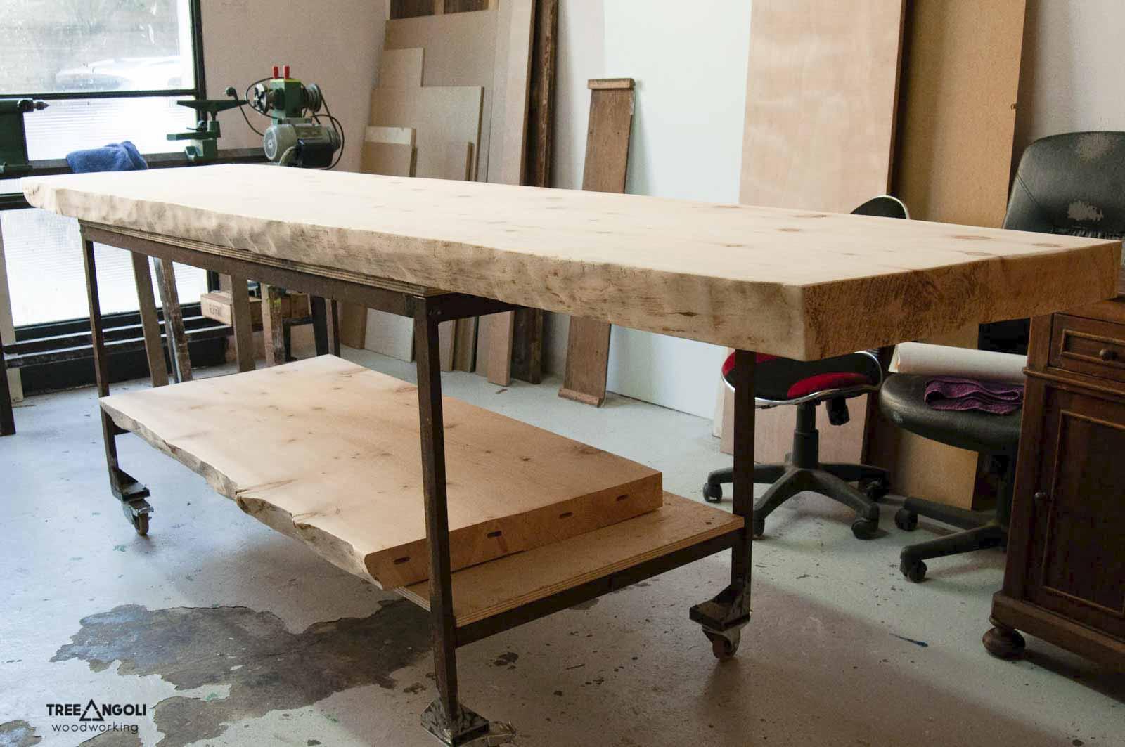 I due piani in legno massello durante la lavorazione