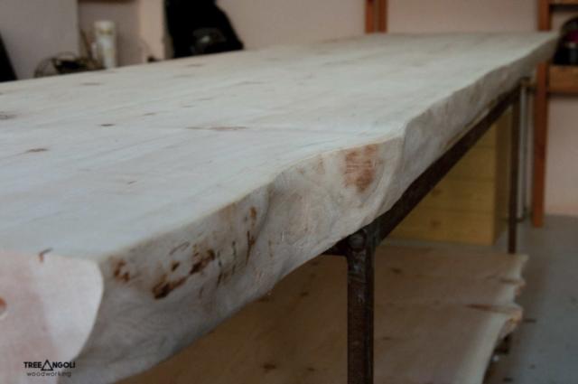 Dettaglio legno di cirmolo per piano di lavoro