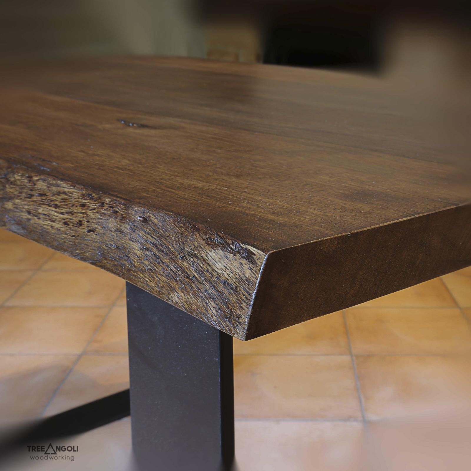 Dettaglio piano tavolo in legno massello