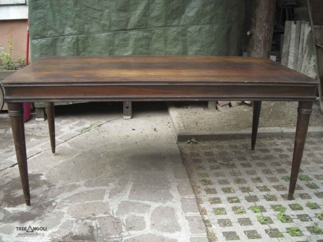 PRIMA - Tavolo anni '50 con piedi a spillo da ristrutturare